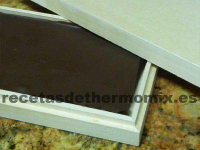 Recetas de turrón de chocolate con almendras en su caja para Thermomix