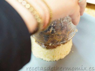 Emplatar cordero especiado con frutos secos thermomix