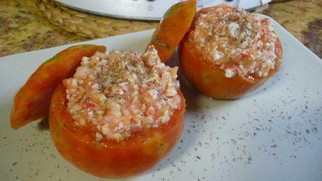 Tomates rellenos de gambas y surimi Thermomix