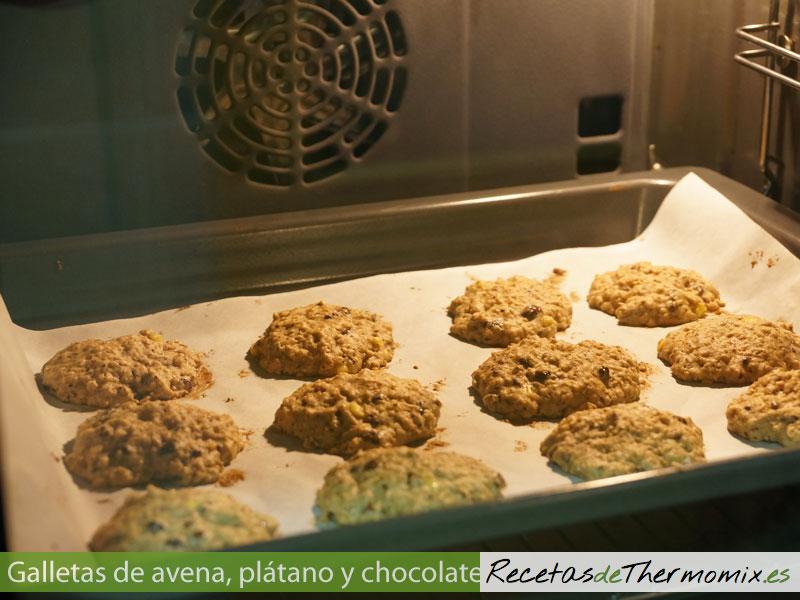 Galletas de avena plátano y chocolate en Thermomix en el horno