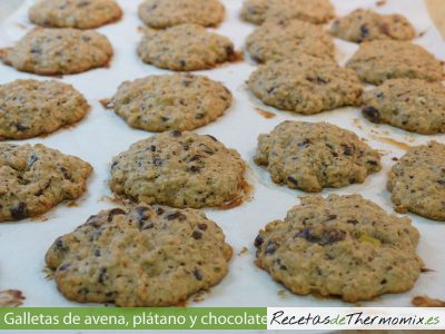 Galletas de avena, plátano y chocolate de Thermomix