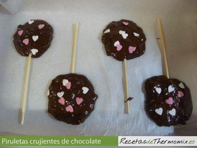 Piruletas crujientes de chocolate en thermomix