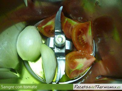 Sofrito para Sangre con tomate en Thermomix