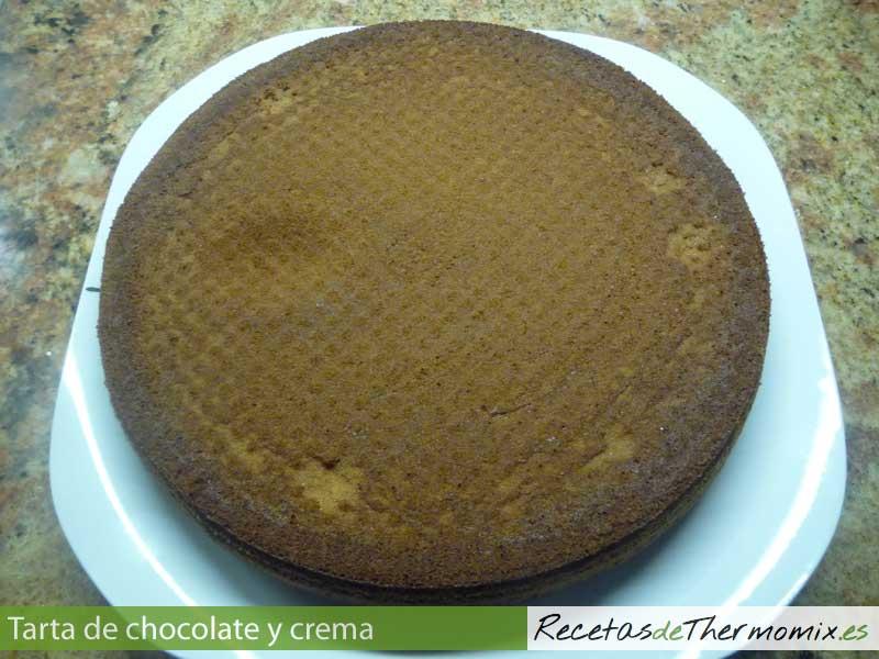 Bizcocho para tarta de chocolate y crema en Thermomix