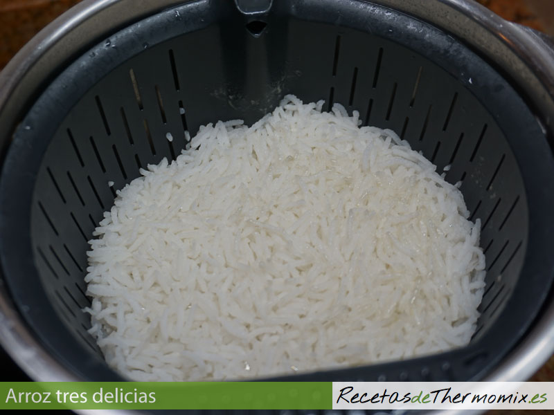 Preparar arroz tres delicias con Thermomix