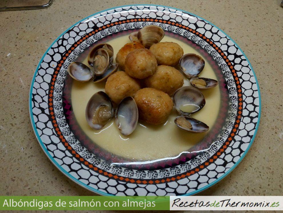 Albóndigas de salmón con almejas en Thermomix