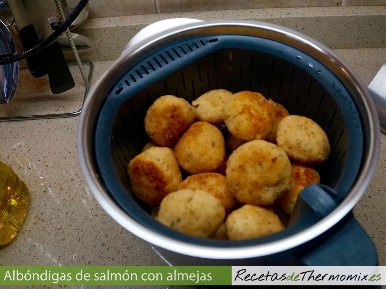Cómo preparar Albóndigas de salmón con almejas en Thermomix