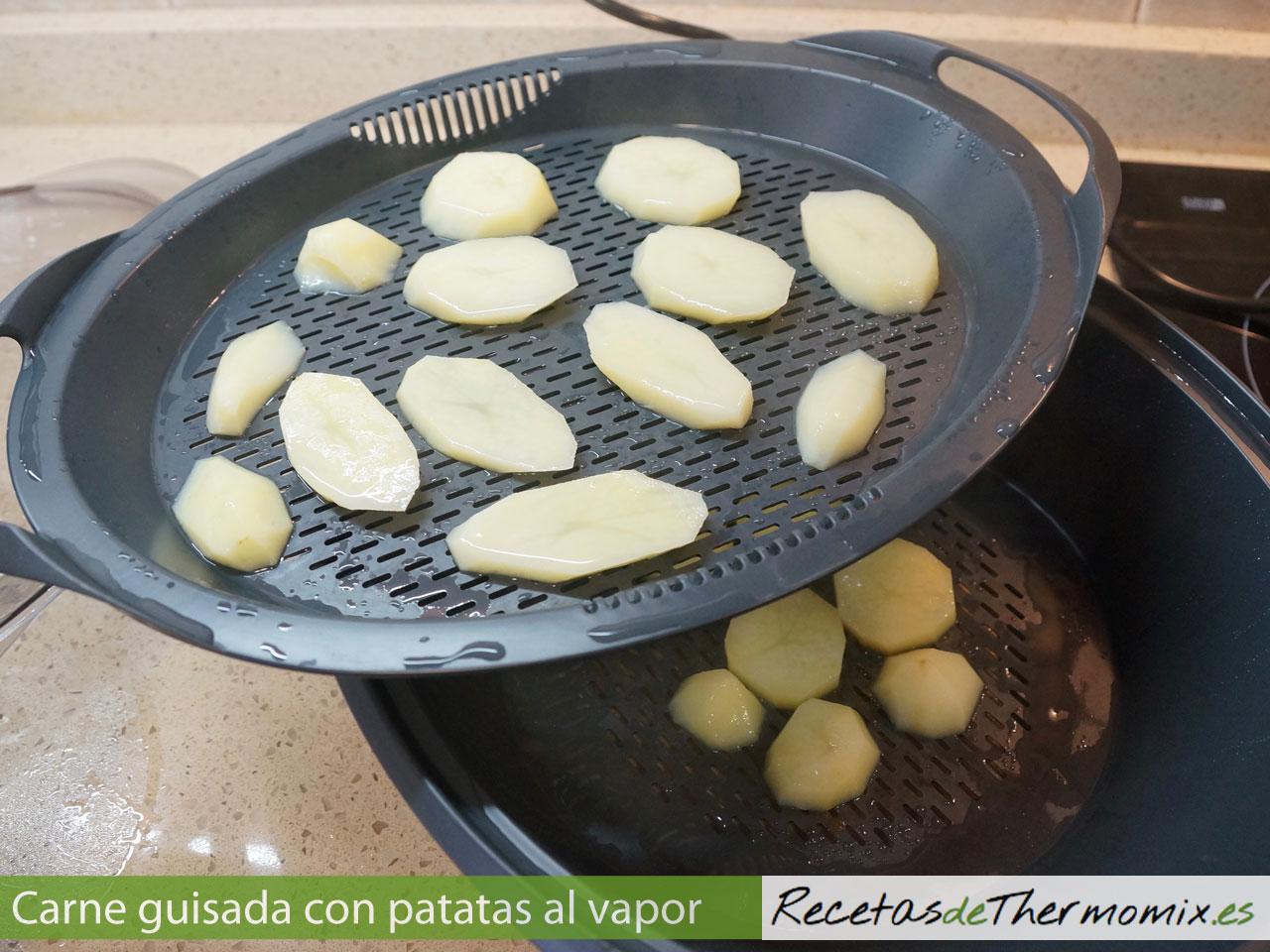 Patatas al vapor con el Varoma de la Thermomix