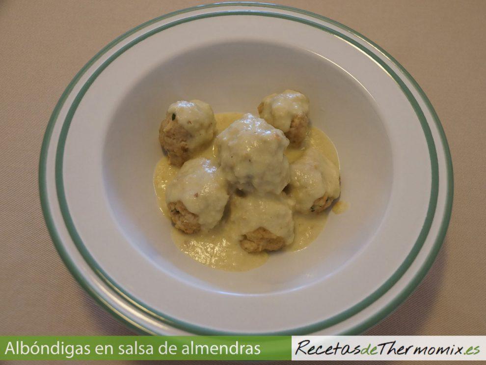 Albóndigas con salsa de almendras con Thermomix