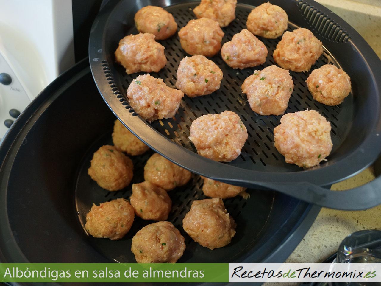 Cómo hacer albóndigas con salsa de almendras en Thermomix