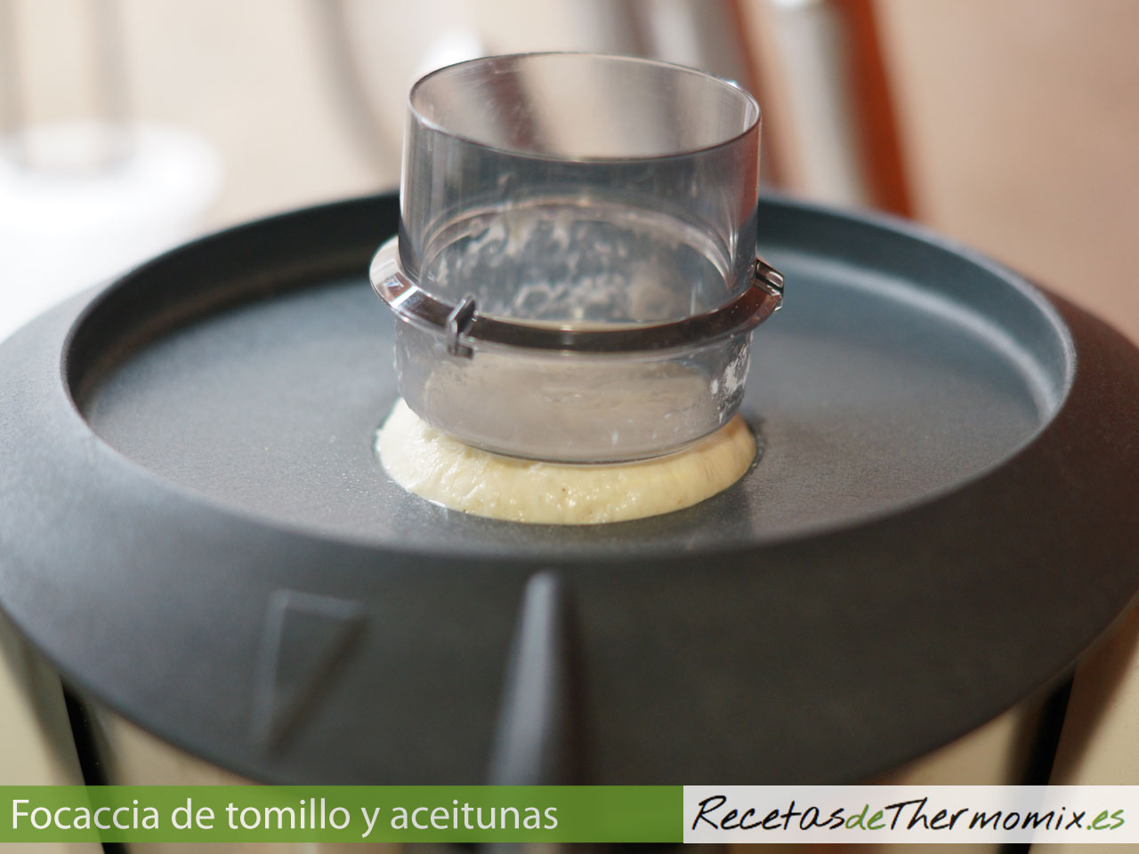 Masa de Focaccia de tomillo y aceitunas con Thermomix